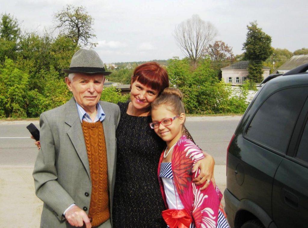 Селезнев Владимир Ерофеевич с дочерью Еленой и правнучкой Полиной