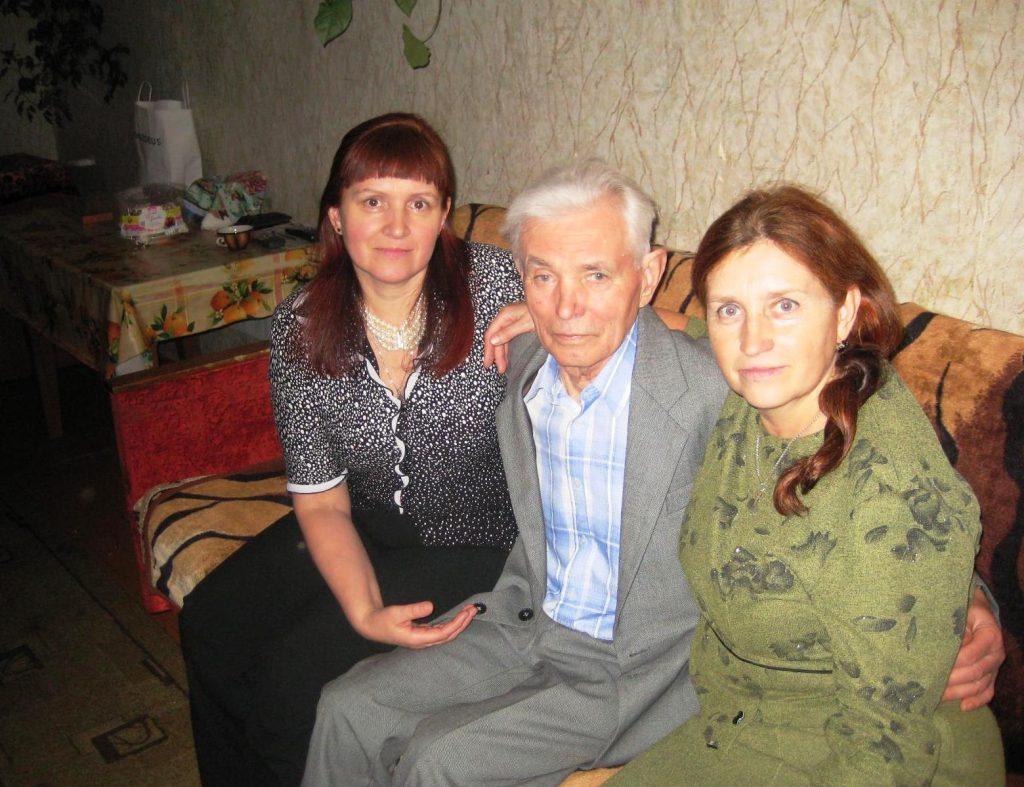Селезнев Владимир Ерофеевич с дочерьми Татьяной и Еленой